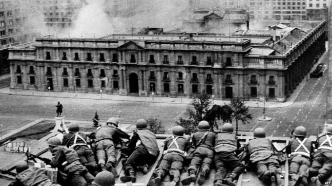 La Moneda Under Attack